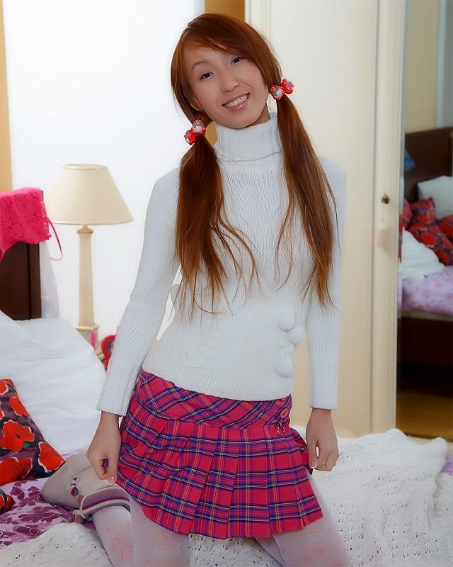 19-летняя рыженькая японка отдалась за подарки