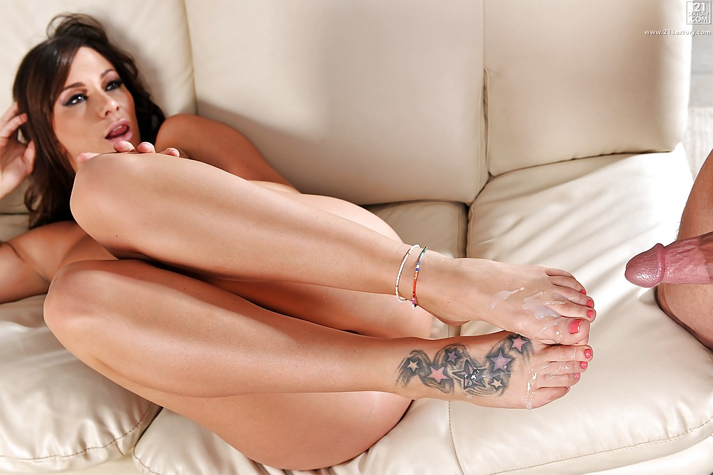 Фетишист вылизал ножки и жахнул в дырку интим фото