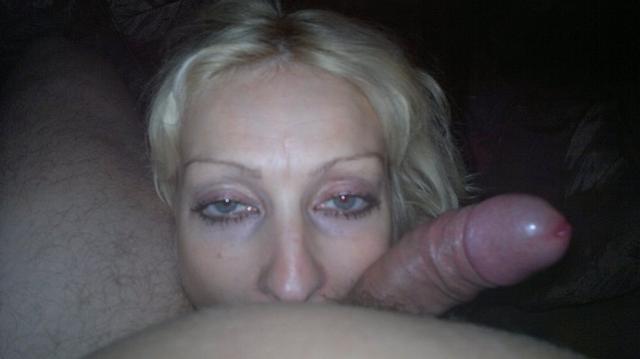 Крепкий крупный член за щечкой у девок