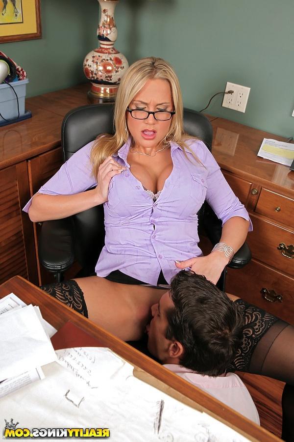 Грудастая помошница и её босс