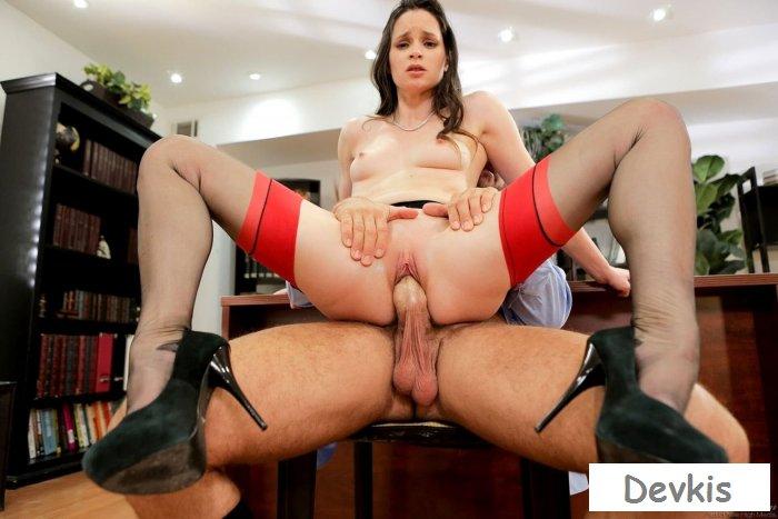 Порно начальника с секретаршей на работе