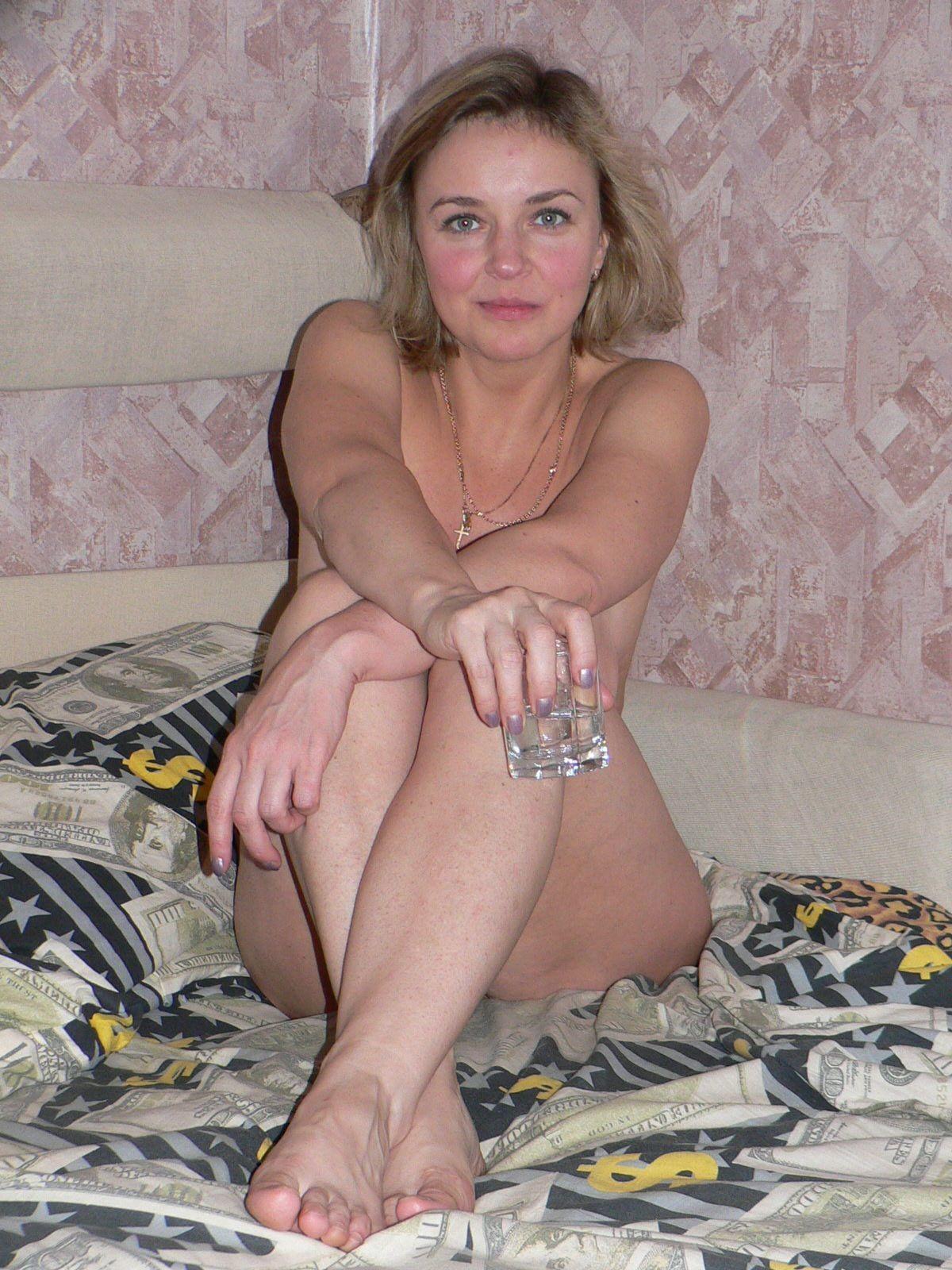 Взрослая милфа обладает достаточной сексуальностью, поэтому старается показать себя во всей красе