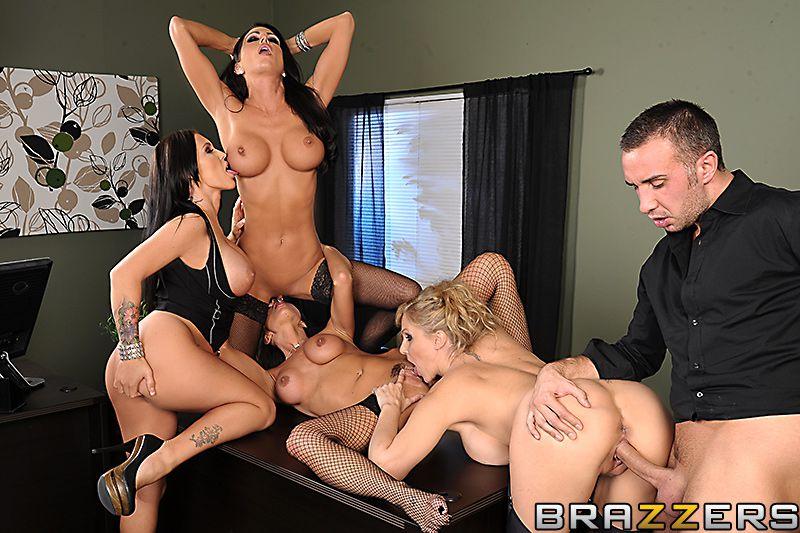 Julia Ann со своими подружками  хотят заниматься минетом