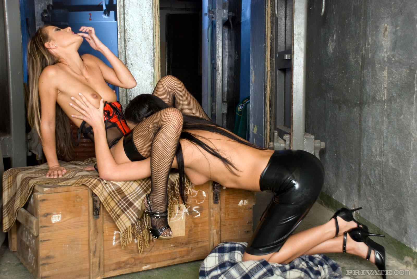 2е малышки Hana Black и Melisa занимаются лесби сексом