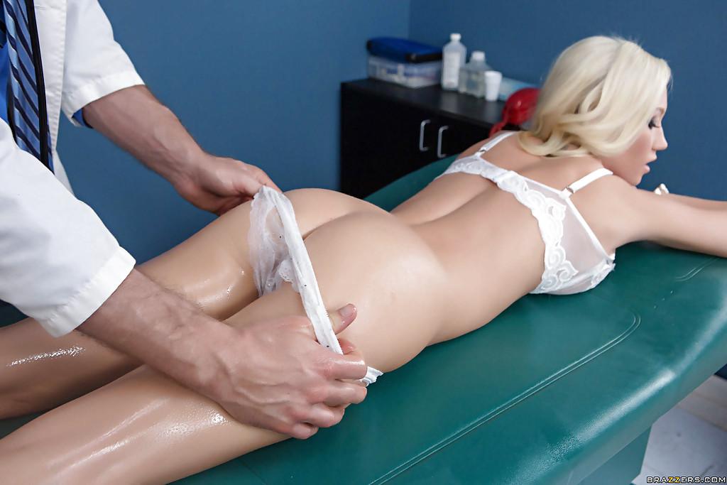 Madison Scott отсосала у доктора на осмотре секс фото